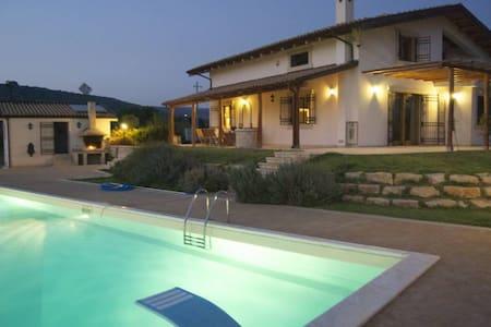 Studio apt in villa with pool  - マリーナ・ディ・ラグーザ - アパート