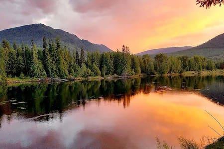 Swanky Cabin - Romance on the Clark Fork River