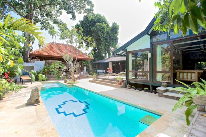 Charming wooden Villa in Sanur. - South Denpasar - Willa