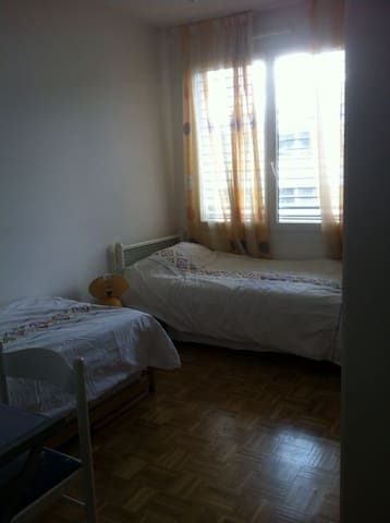 Room/chambre 10 min from/de Carouge - Veyrier - Apartamento
