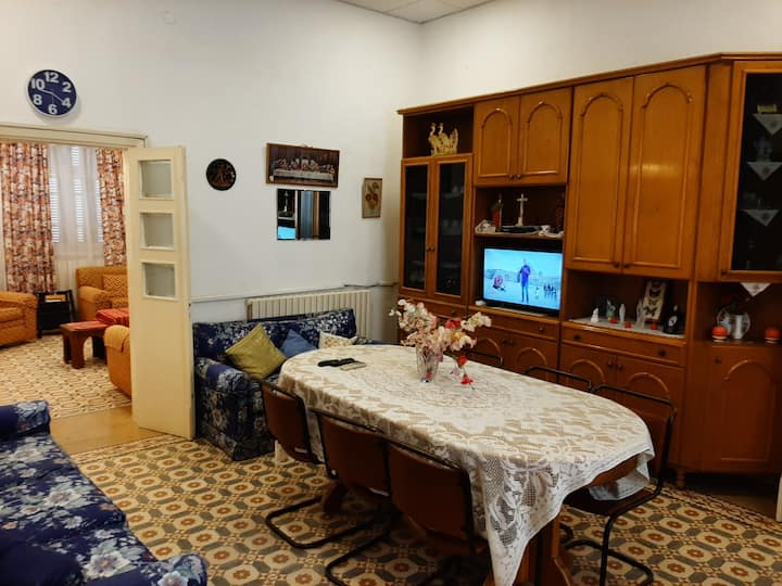 Entire House Madaba 2 BR / 3 Single Beds