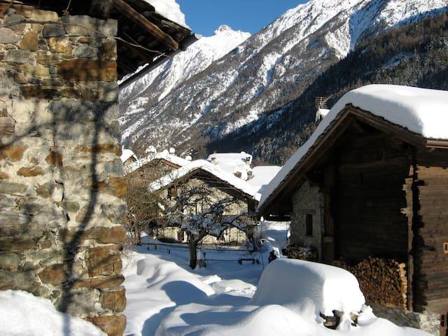 BEAUTIFUL CHALET on the Italian Alps near Aosta