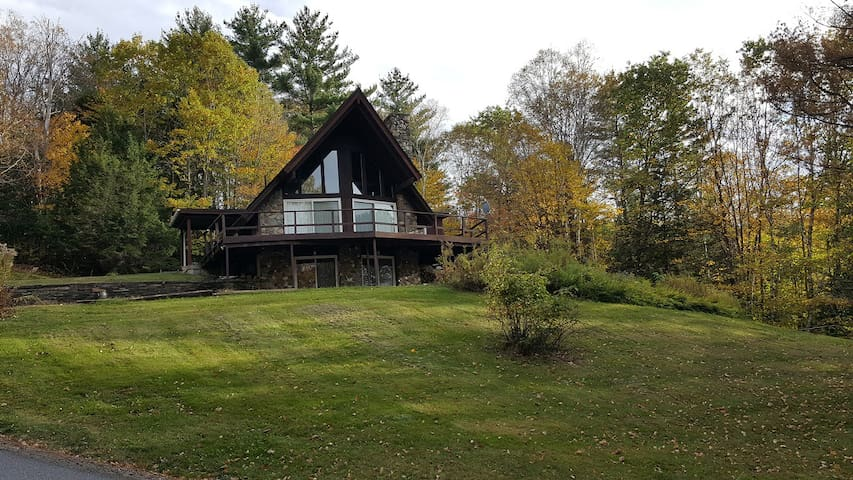 Unique 2500 sq ft Chalet in Waterbury