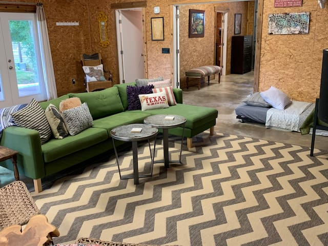 comfy living room space: stretch out, relax, enjoy your visit to Austin
