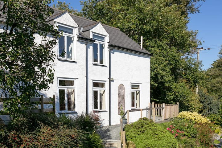 Exceptional cottage in lovely location