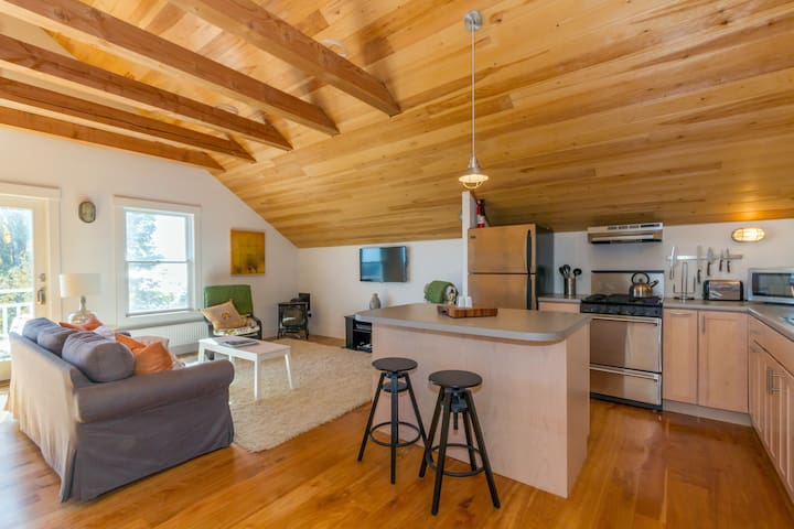 Waterfront--Contemporary Loft w/ Bold Ocean Views - Lincolnville