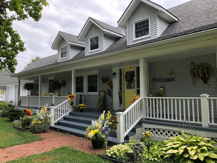 The Yellow Door Bed & Breakfast in Crystal Beach