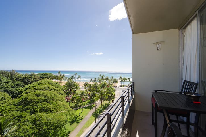 Watch sunsets, have coffee, see the flamingos, see Diamond head. All is possible on you lanai