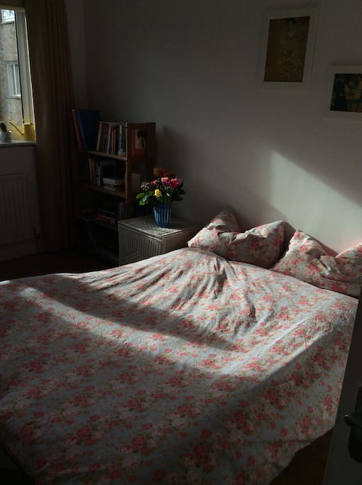 Sunny, clean and quiet room... perfect for a weekend away... alone or in two...