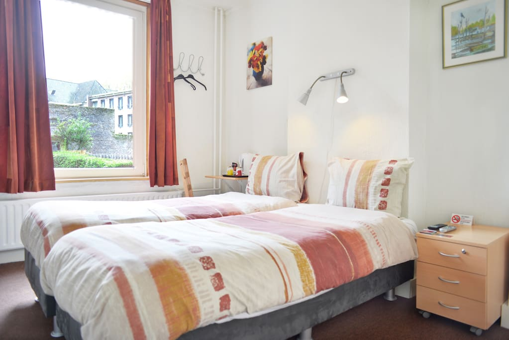 2 persoons kamer vlakbij vrijthof bed breakfasts for rent in maastricht limburg netherlands - Bed kamer ...