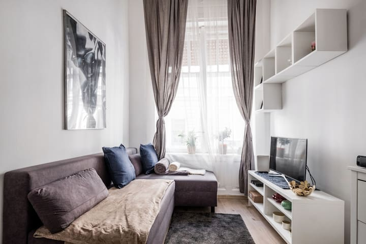 ☆70% OFF in April☆ Central and clean 2-Floor Apt