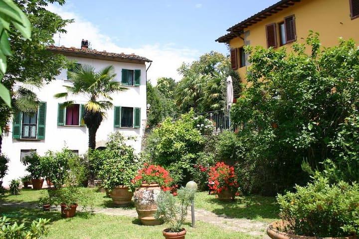 5 appartements & piscine Florence et Lucques