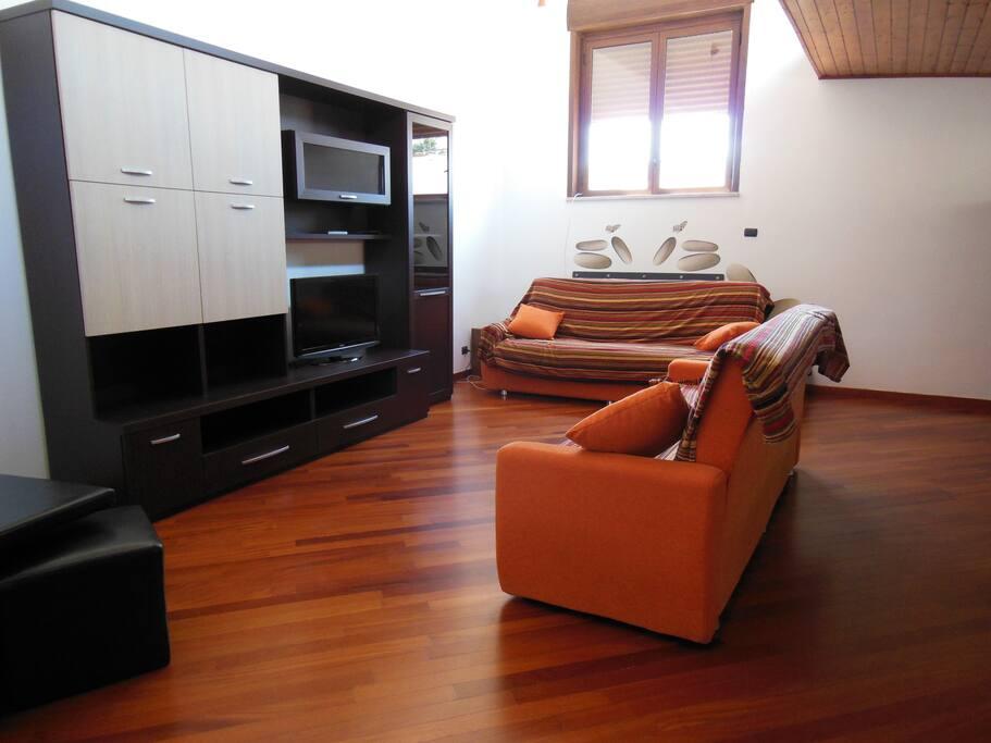soggiorno con 2 divani-letto