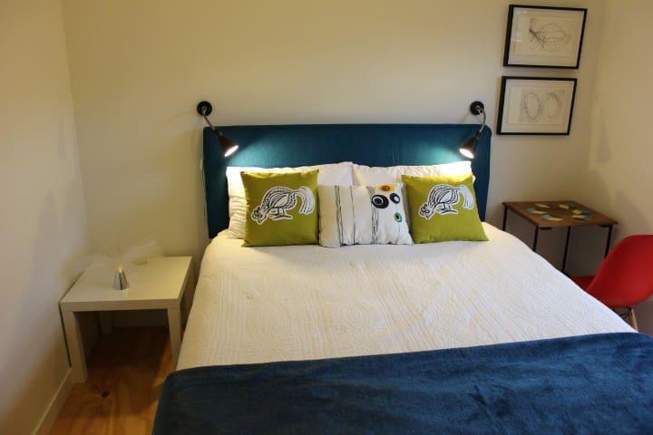 Master bedroom, queen size comfortable bed, new bedhead.