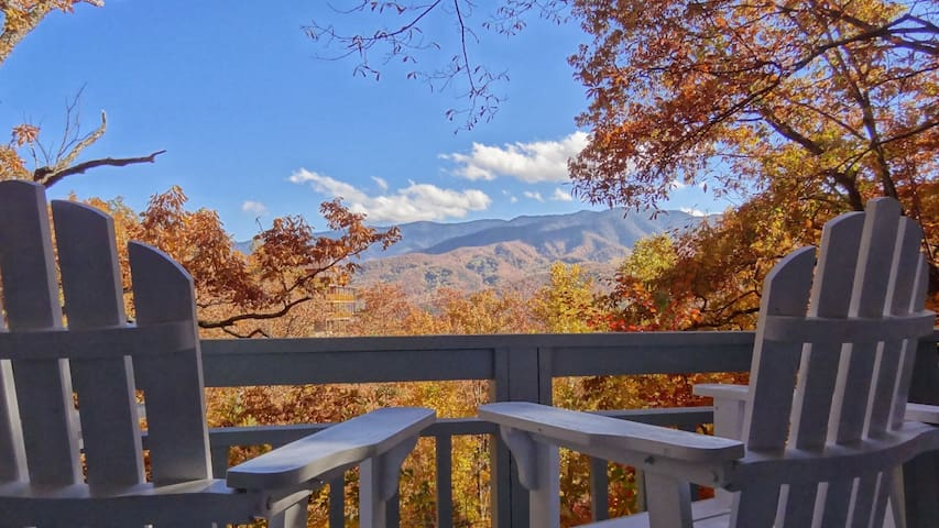 Rebuilding - Mountain Views from Every Room - Gatlinburg - Casa