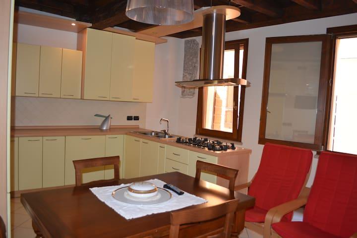 Confortevole casa indipendente  - centro storico - Mantova - Casa