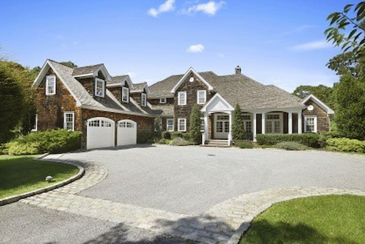 Incredible 5 Bedroom Quogue Home - Quogue