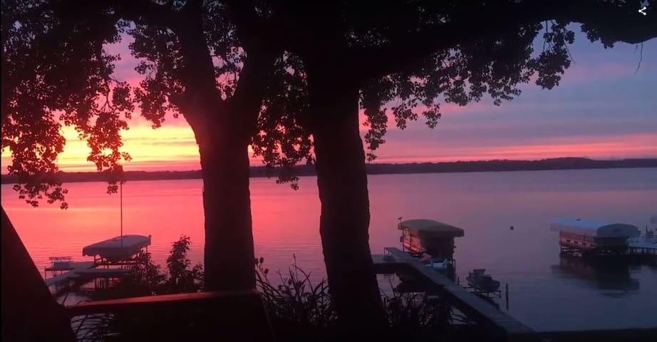 Adorable Getaway on the Lake