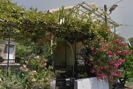 Чудесный домик для одной большой или двух семей. - Herceg - Novi - Hus