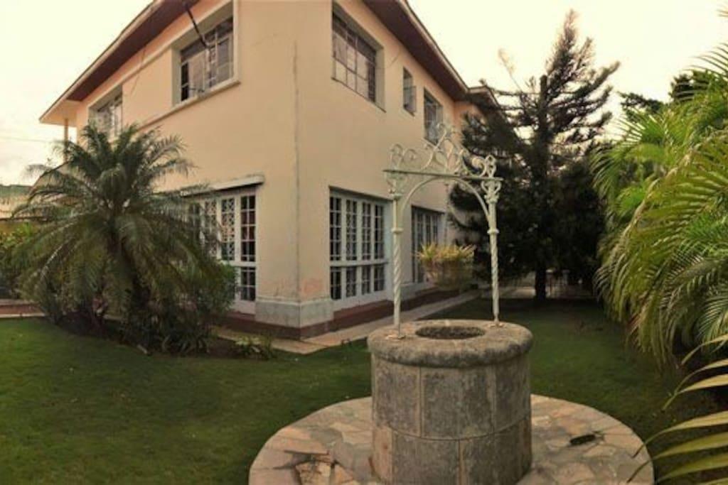 vista lateral de la Casa.