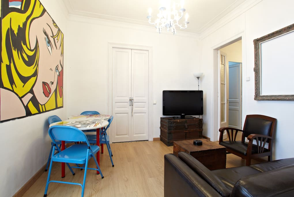 POP ART APARTMENT FAMILIES &GROUPS