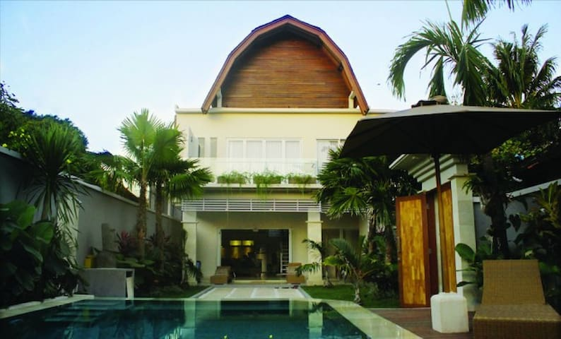 Jineng Villa Seminyak - 5 bedrooms - Denpasar - Villa
