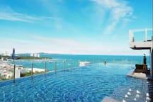 Pattaya中心地带thebase 顶层无边泳池 5分钟到海滩