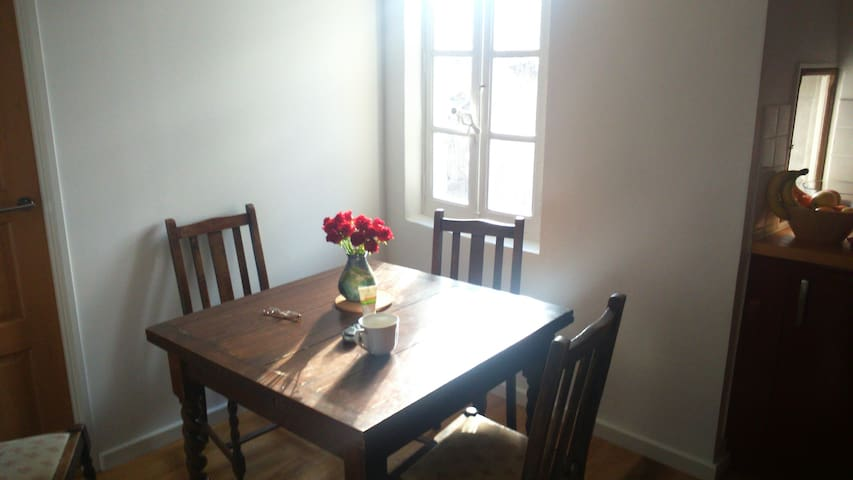 Nicely Decorated Town Centre Flat - Le Vigan - Apartemen