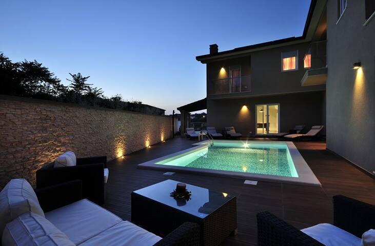 Spectacular villa with private pool - Rovinjsko Selo - Dům