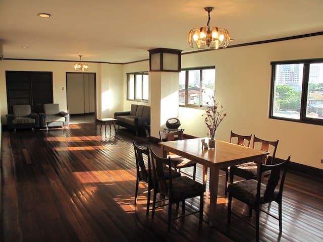 Spacious Makati Penthouse Apartment - Makati City - Apartament