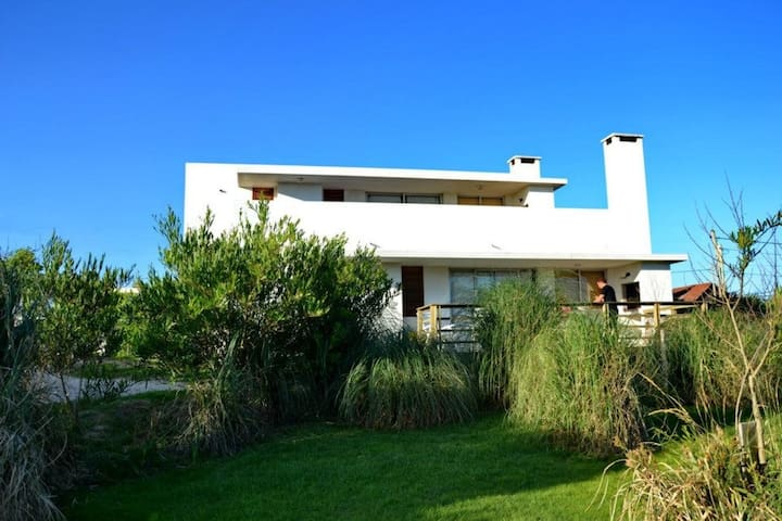 Best location, steps from the beach - La Paloma - Hus