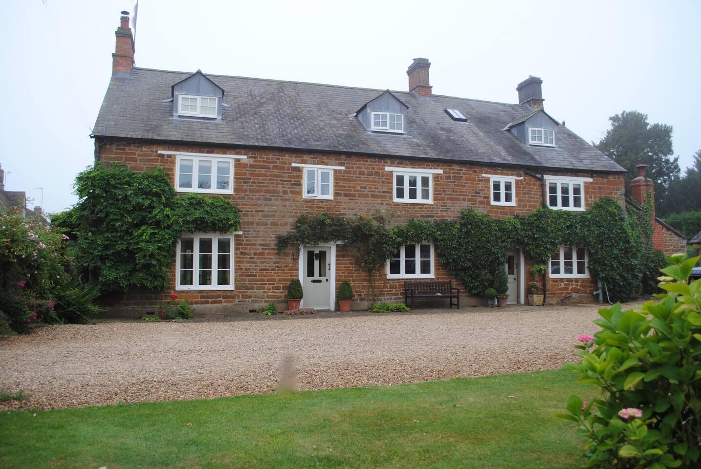 Aston Farmhouse -  Private Room on Top floor