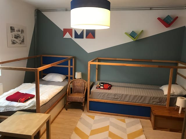 Chambre avec 2 lits de 90x200cm