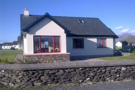 An Teach Dearg WineStrand Cottages