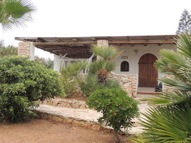 Chalet of the masks at Cala Creta - Lampedusa - House