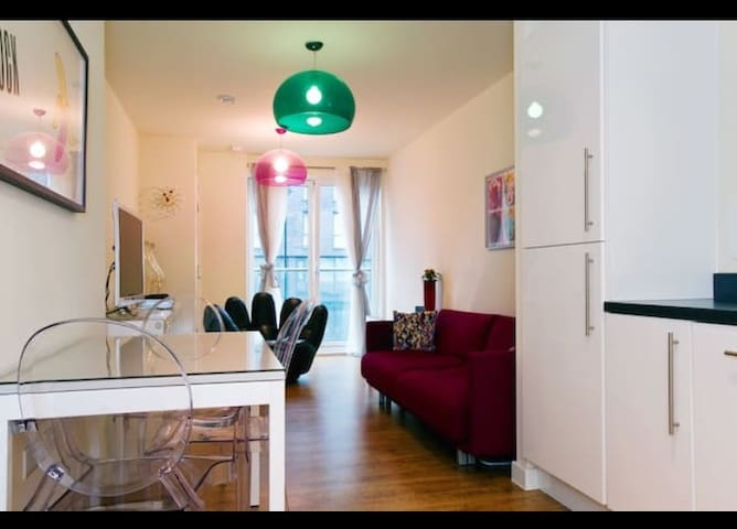 Beautiful canal apartment in Haggerston
