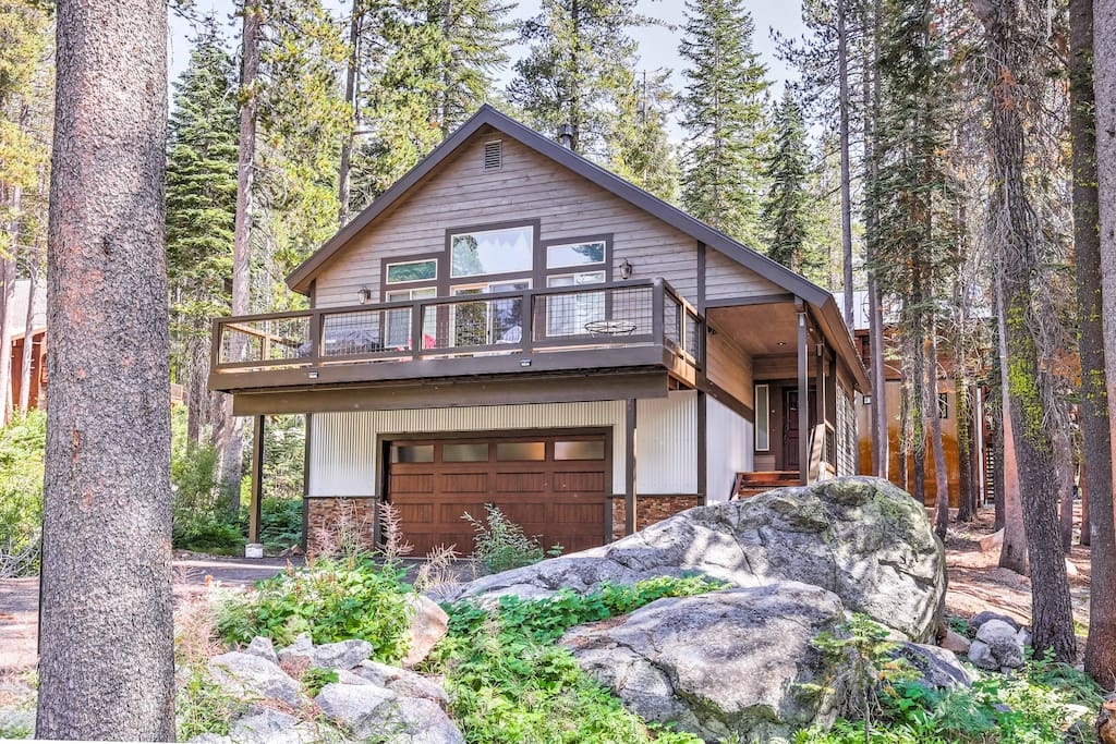 The wonders of Soda Springs are waiting for you at this 3-bedroom, 2.5-bathroom vacation rental house!