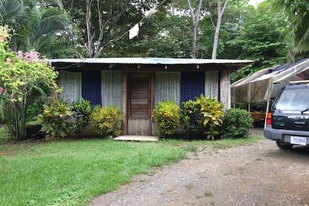 Habitación para dos personas en PJ. - Golfito