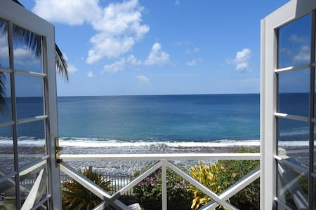 Holiday Home w/the Caribbean Sea on its Doorstep!