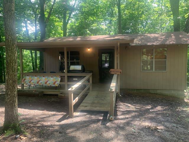 "Camp Cedar Pt. ""Big Muddy Monster's"" Private Cabin"