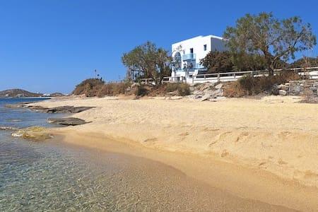 Unique Beachfront Cycladic Villa @ Agios Prokopios