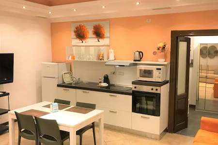 Single roomed 700m from Style Outlets, Vicolungo