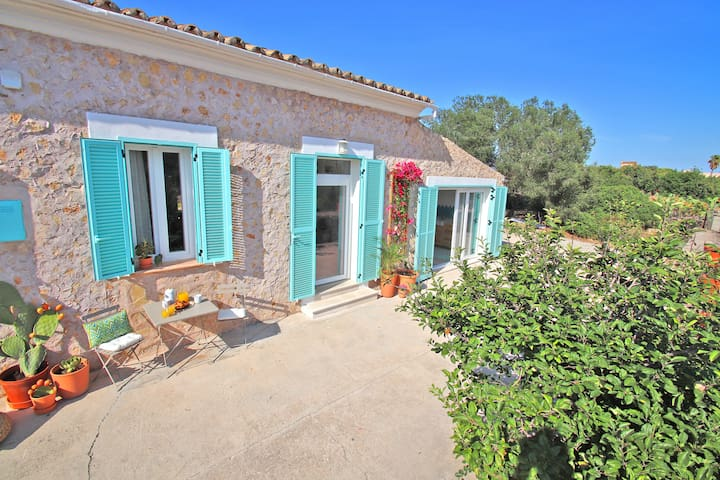Charming Holiday Home Can Torres with Wi-Fi, Garden, Heated Pool & Terrace; Parking Available