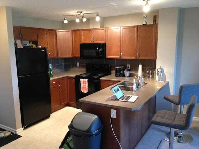 Beautiful Modern 1 Bedroom Condo - Fort Saskatchewan - Flat