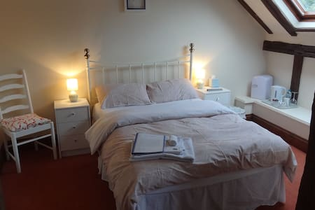 Tudor Barn Double Room, Ensuite, incl Breakfast