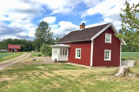 Norråsen - mysig, nyrenoverad stuga på landet