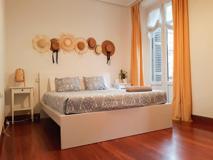 Sunny and Spacious Guestroom