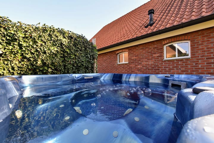 Holiday home with private indoor swimming pool, infrared & Finnish sauna and a jacuzzi.