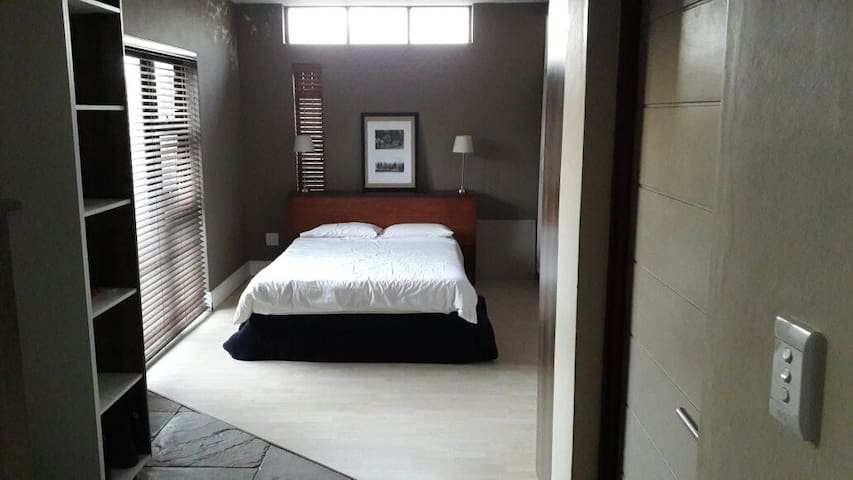 Private room, en suite, garden & 5 min to beach - Wilderness - Huis