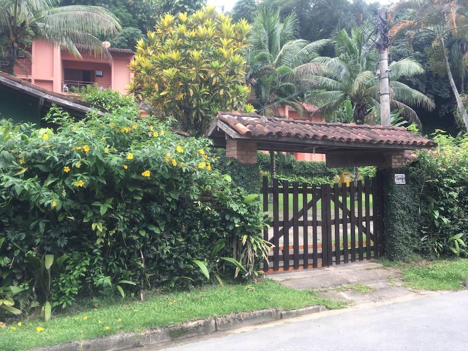 Fachada do condomínio - Retiro dos Marimbás